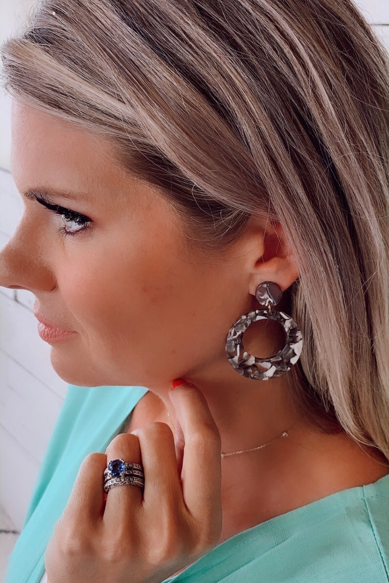 Aranza Tortoise Hoop Earrings : Black/White