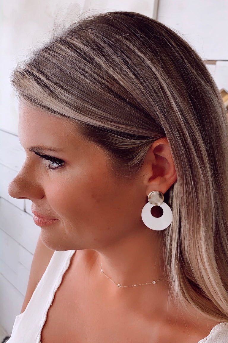 Off The Shore Earrings : White/Gold