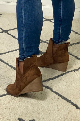 Very G Erika Slip On Bootie : Tan