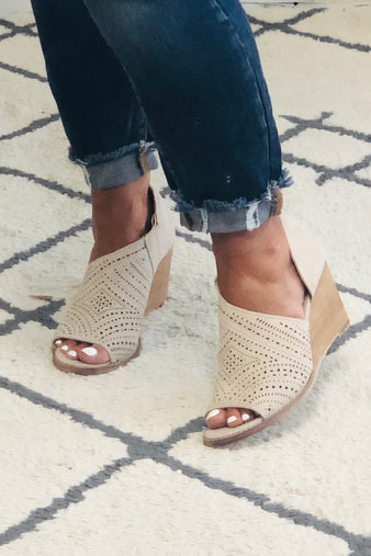 Very G Jean Peep Toe Wedge : Cream