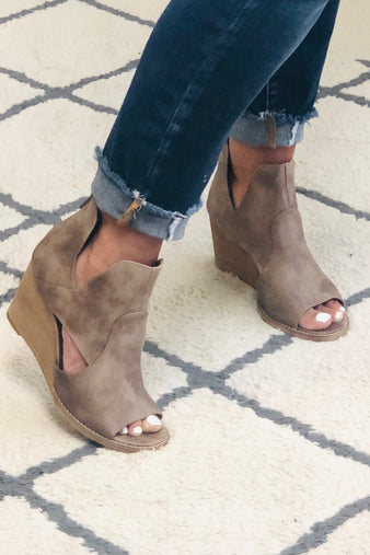 Very G Hollyridge Peeptoe Wedge : Taupe