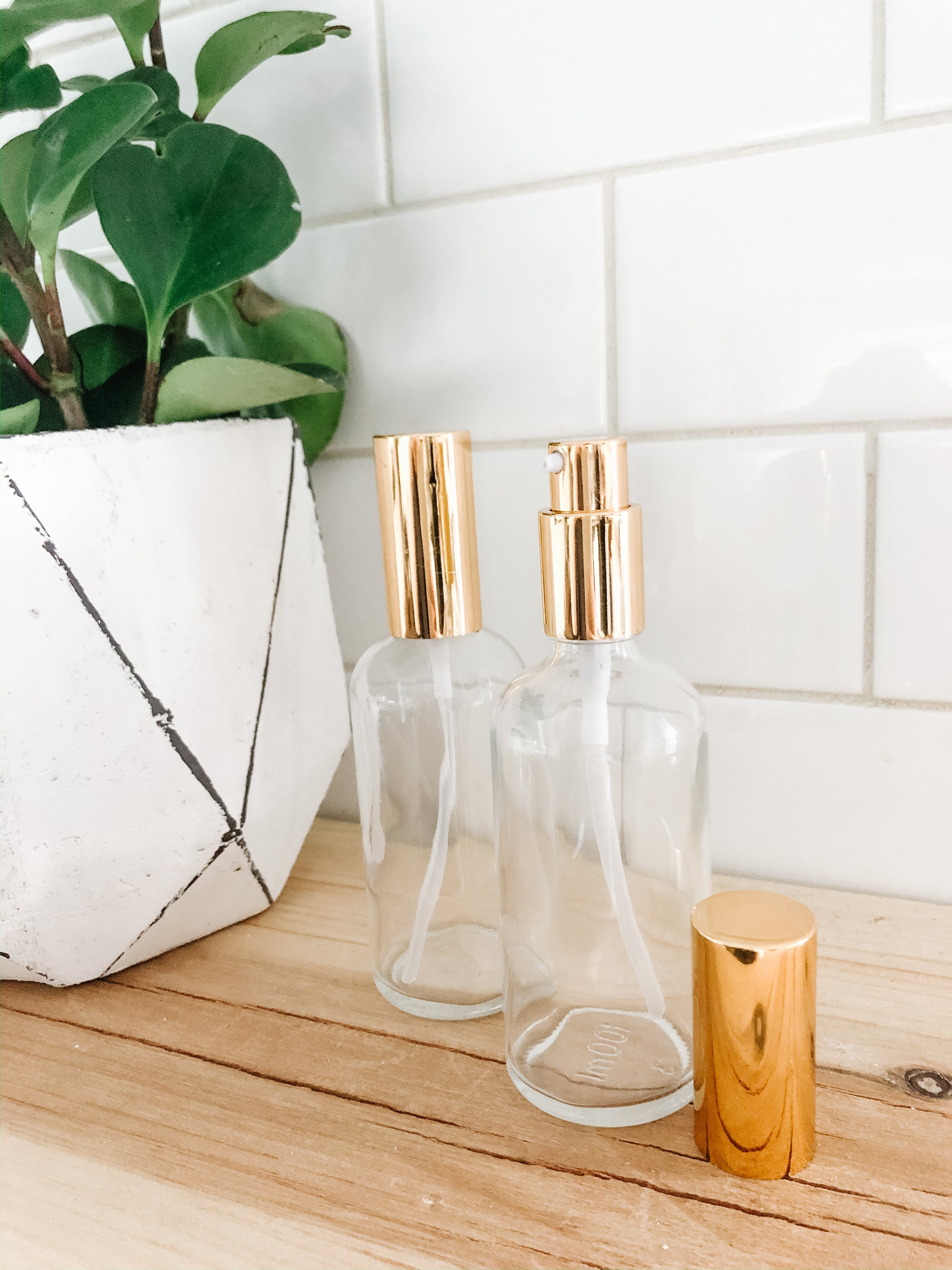 Gold Pump Clear Glass Bottle (100ml) - andoveco