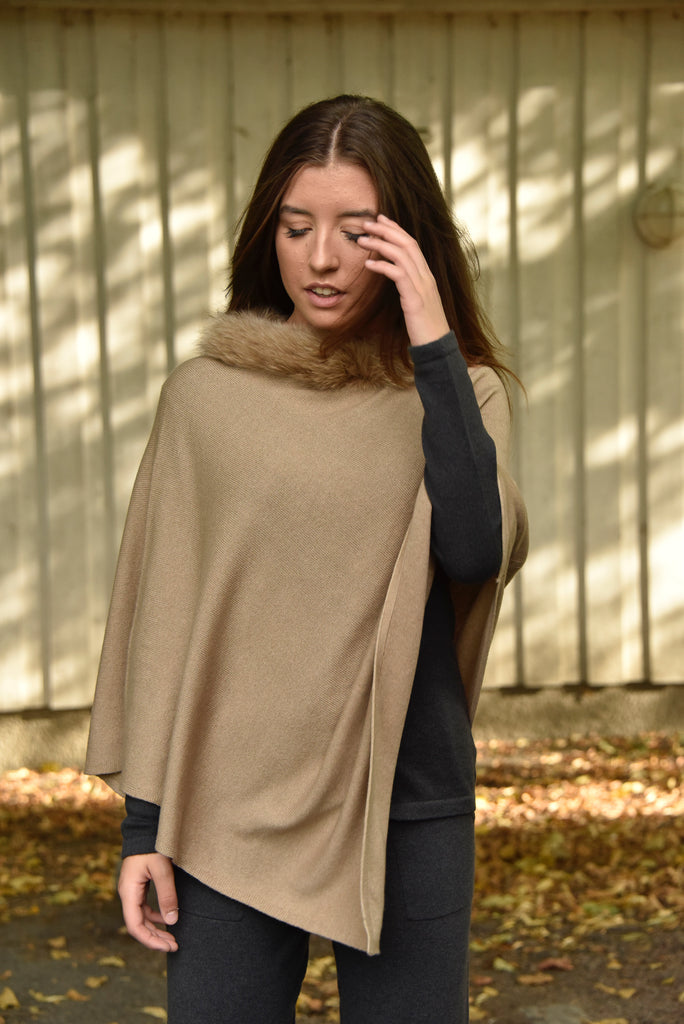 Cashmere poncho with fur collar.