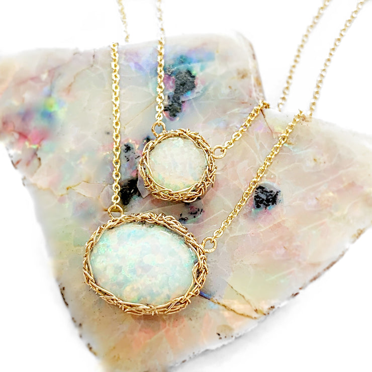 White Opal Oval Necklace In Gold