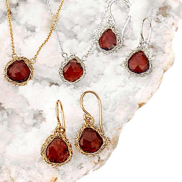 Mozambique Garnet Necklace In Gold