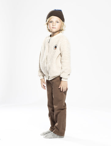 White Teddy Jacet Acorn from One We Like with brown chinos in organic cotton and a knitted hat