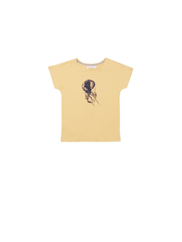 SS19 collection from One We Like made of organic cotton. Kids t-shirt with loose fit and wider neck. Jellyfish print on front