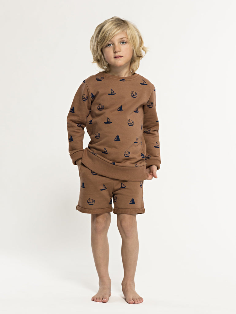 SS19 spring collection from One We Like made of 100% organic cotton. Sweatshirt with round neck. Boat prints all over.