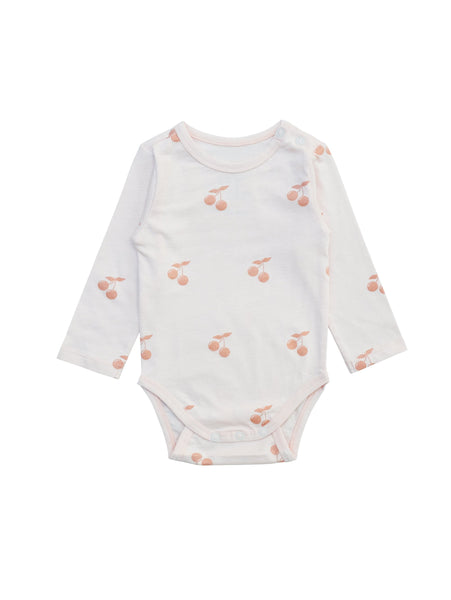 Body in light pink with all over Cherry print. Made in soft and slighty stretcy organic cotton jersey. Snap button at shoulder and at crotch for easy dressing. Printed logo and size information at back to avoid necklable irritating sensitive baby skin.