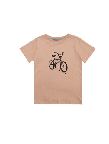 Classic t-shirt with round neck and straight fit in organic cotton with handprinted retro bike print at front. Size 1yr has snapbuttons at shoulder for easier dressing. 100% organic cotton, made in Portugal