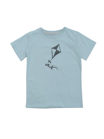 T-shirt with our all over kite print. Unisex model with round neck and straight fit. Made of 100% organic cotton in Portugal