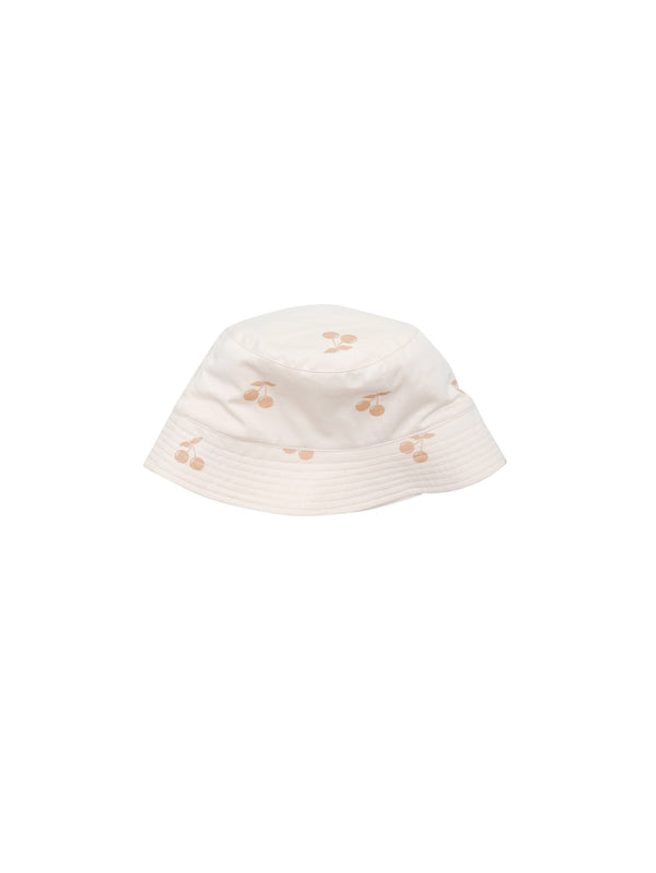 Keep your kids heads cool with our summer bucket hat with all over Cherry print. Size XS and S have strings that can be tied under the chin. . Made of 100% organic cotton in Portugal.