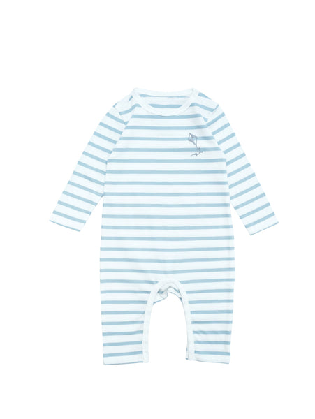 Baby suit with long sleeves and fulllength legs. Snapbuttons around crotch and at neck for easy and comfortable dresing. White and blue stripe with a delicate little kite at chest. Printed logo and sizing information at back. Wear it as a comfortable first layer or as a soft and comfortable pyjamas.
