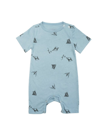 Summer suit with short sleeves and short legs. Snapbuttons around crotch and shoulders for easy and comfortable dressing. Grey kite print on soft blue organic cotton jersey. Super sweet light and airy summer suit for those hot summer days. Printed logo and sizing information at back.