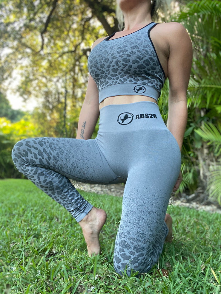 Wild Seamless Set True Gray