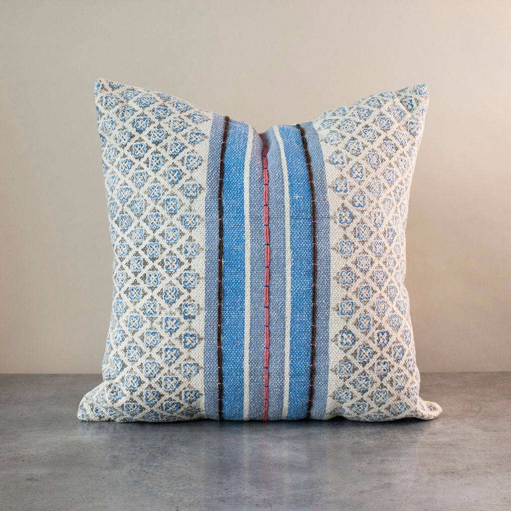 Dhunnu Pillow