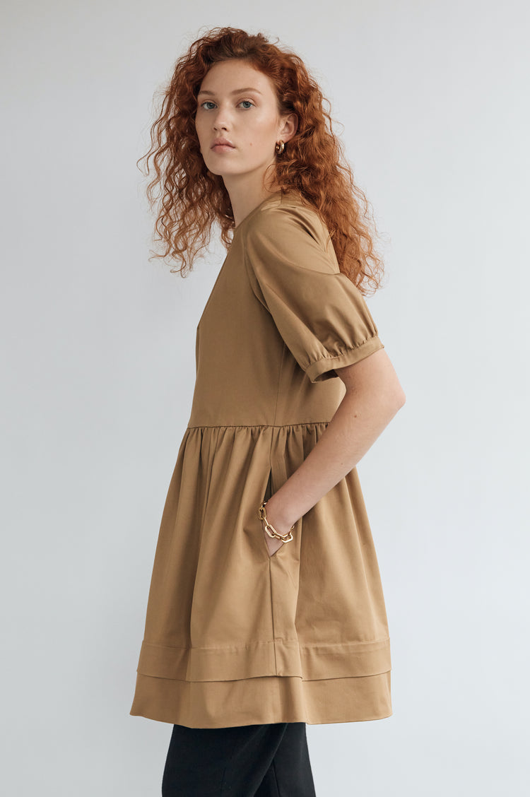Esther Organic Cotton Pleat Back Dress Short in Sand