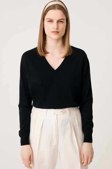 Bray Cashmere V-Neck in Black