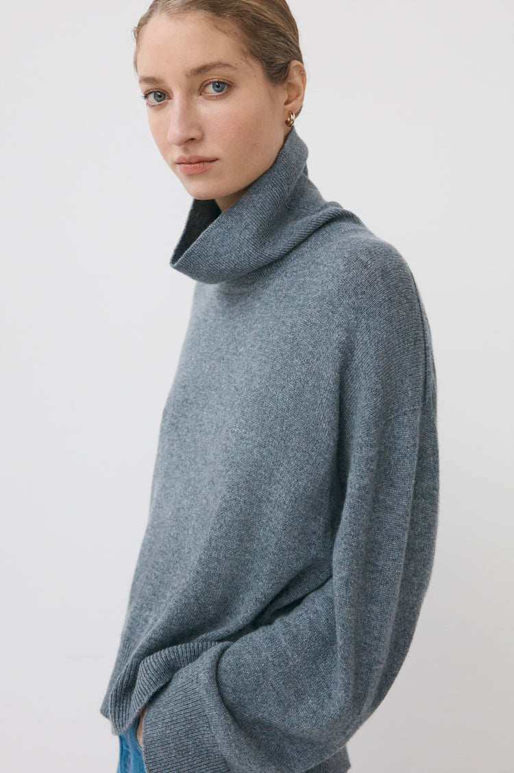 Olive Oversized Cashmere Roll Neck in Grey