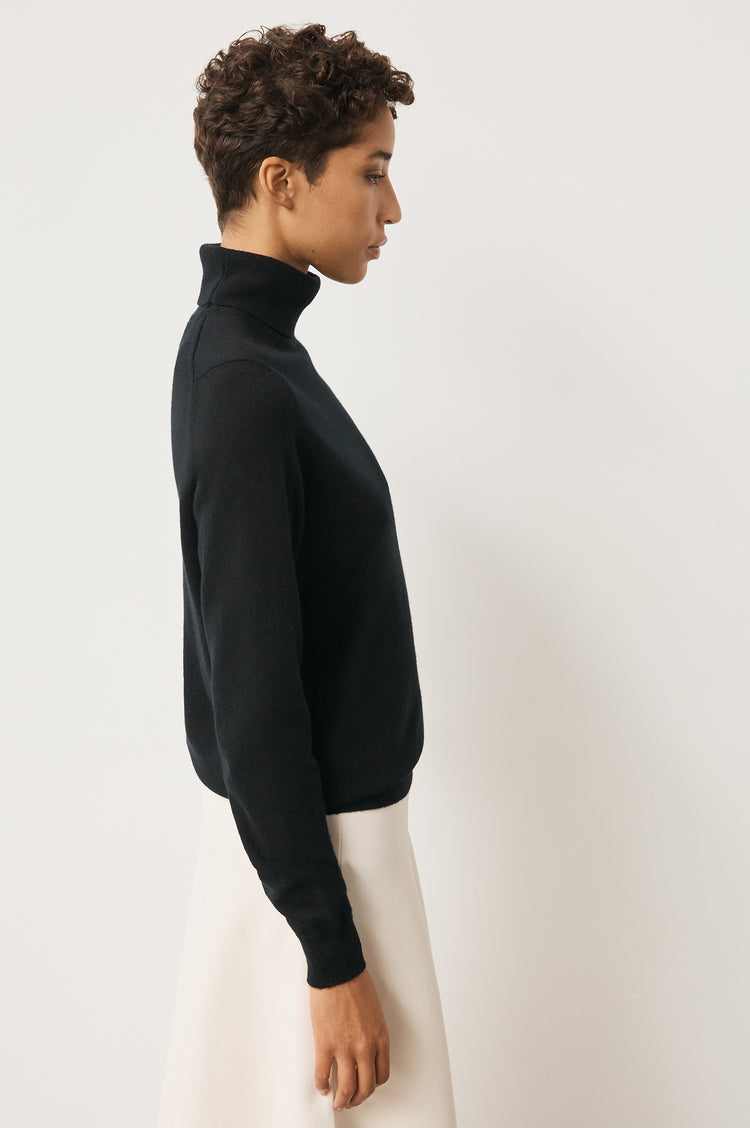 Casla Cashmere Roll Neck in Black