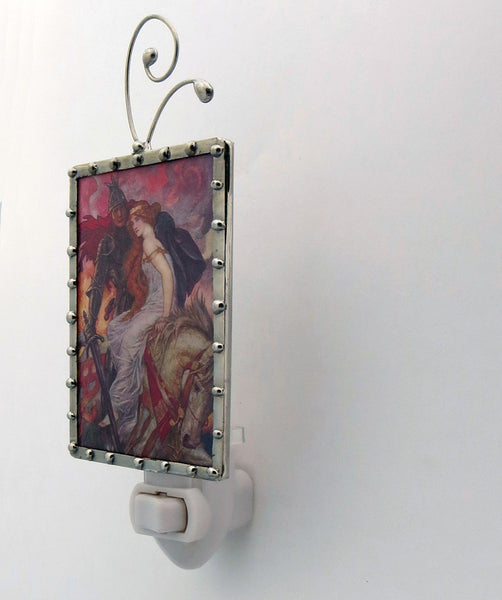 Lady Guinevere Night Light Lighting side view