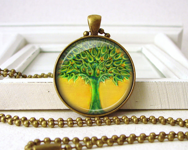 Tree of Life Penant Jewelry Necklace close up