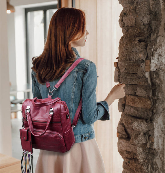 A backpack purse – the main fashionable trend