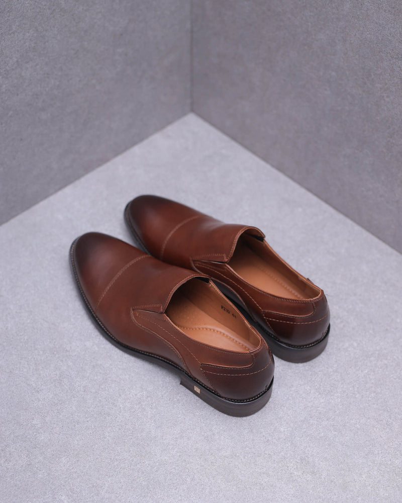 Load image into Gallery viewer, Tomaz F210 Slip On Loafers (Brown)
