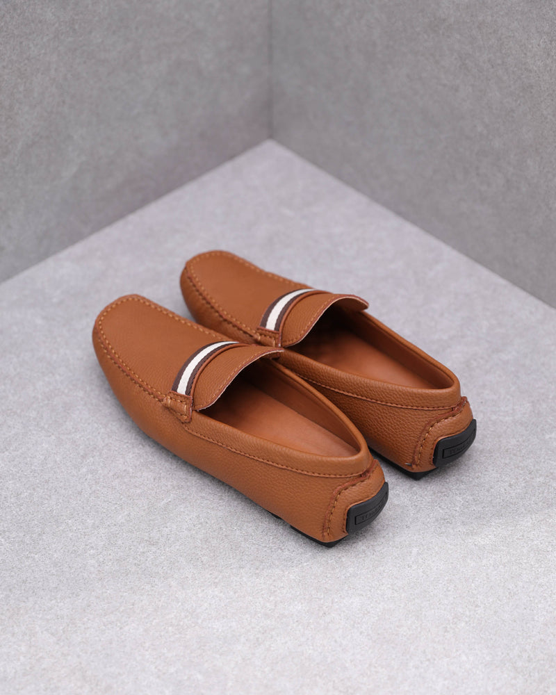 Load image into Gallery viewer, Tomaz C445 Penny Moccasins (Camel)
