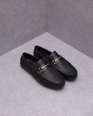 Load image into Gallery viewer, Tomaz C376 Buckle Moccasins (Black)