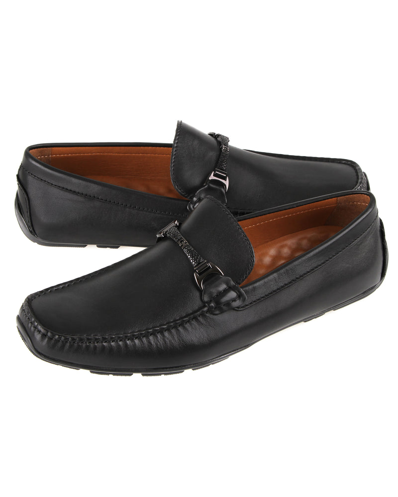 Load image into Gallery viewer, Tomaz C462 Buckle Moccasins (Black)