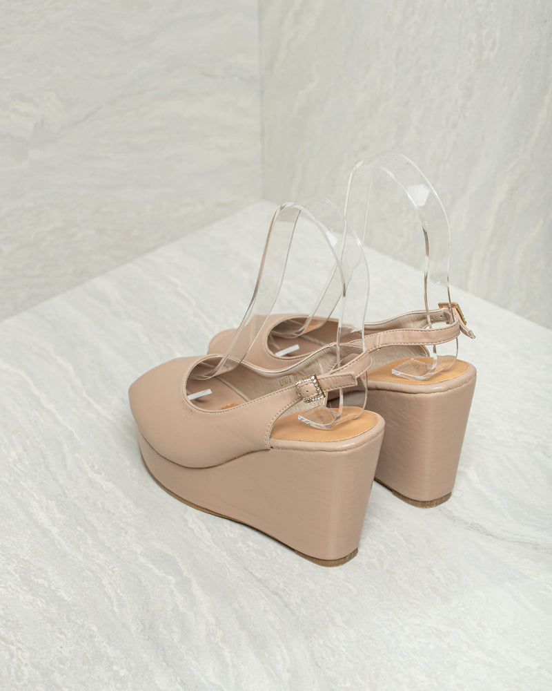 Load image into Gallery viewer, Tomaz LYW79 Ladies Pump Wedges (Beige)
