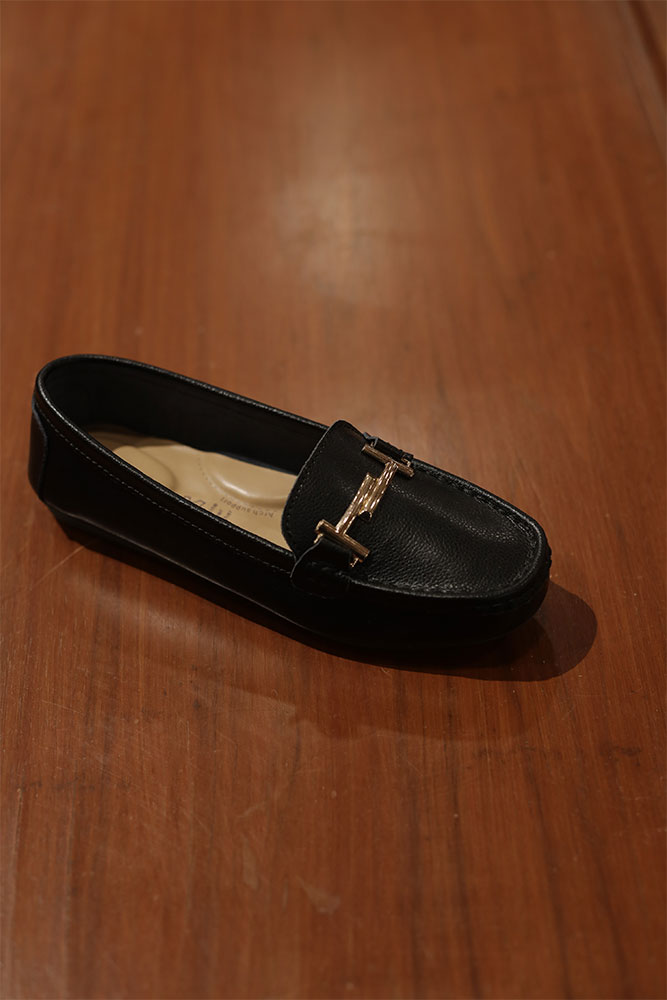 Load image into Gallery viewer, Tomaz LY53 Ladies Buckle Loafers (Black)