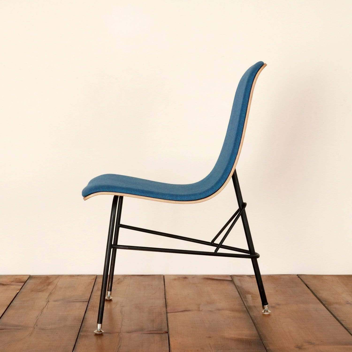 Fully upholstered tripod chair