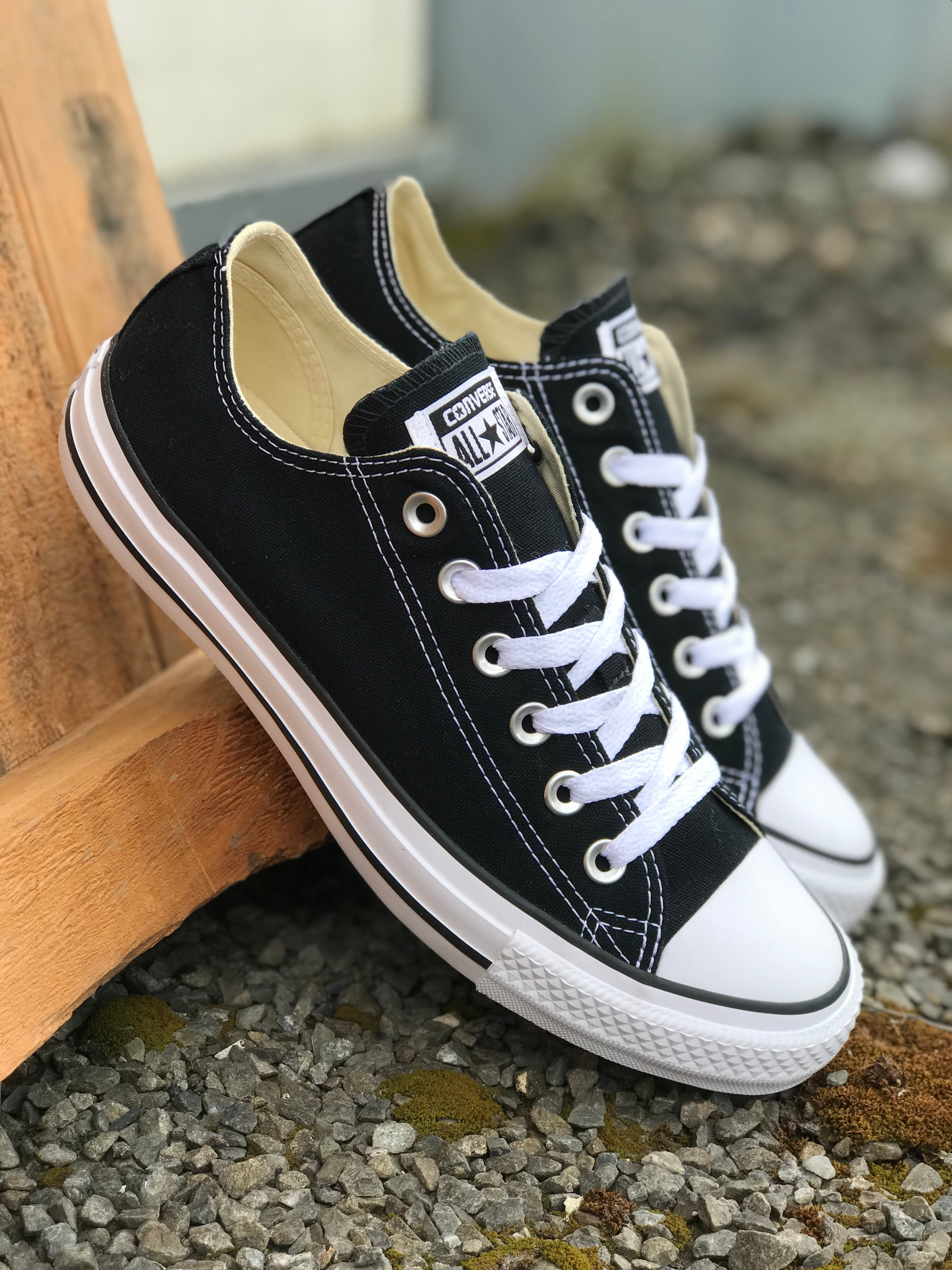 Chuck Black/White Low