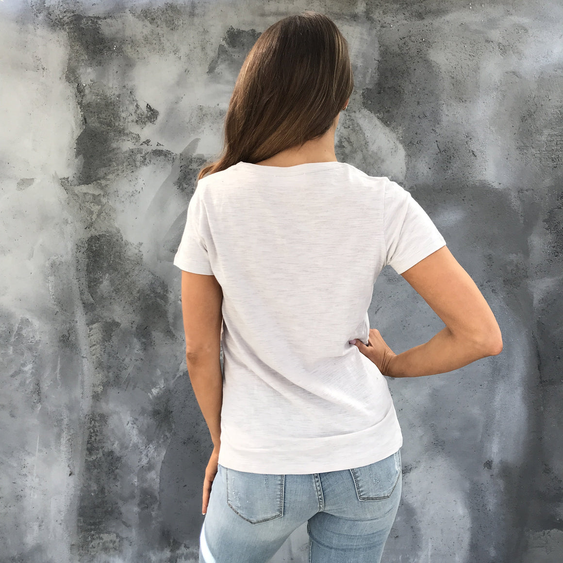 Mindy Basic V Neck Pocket Tee in Griege