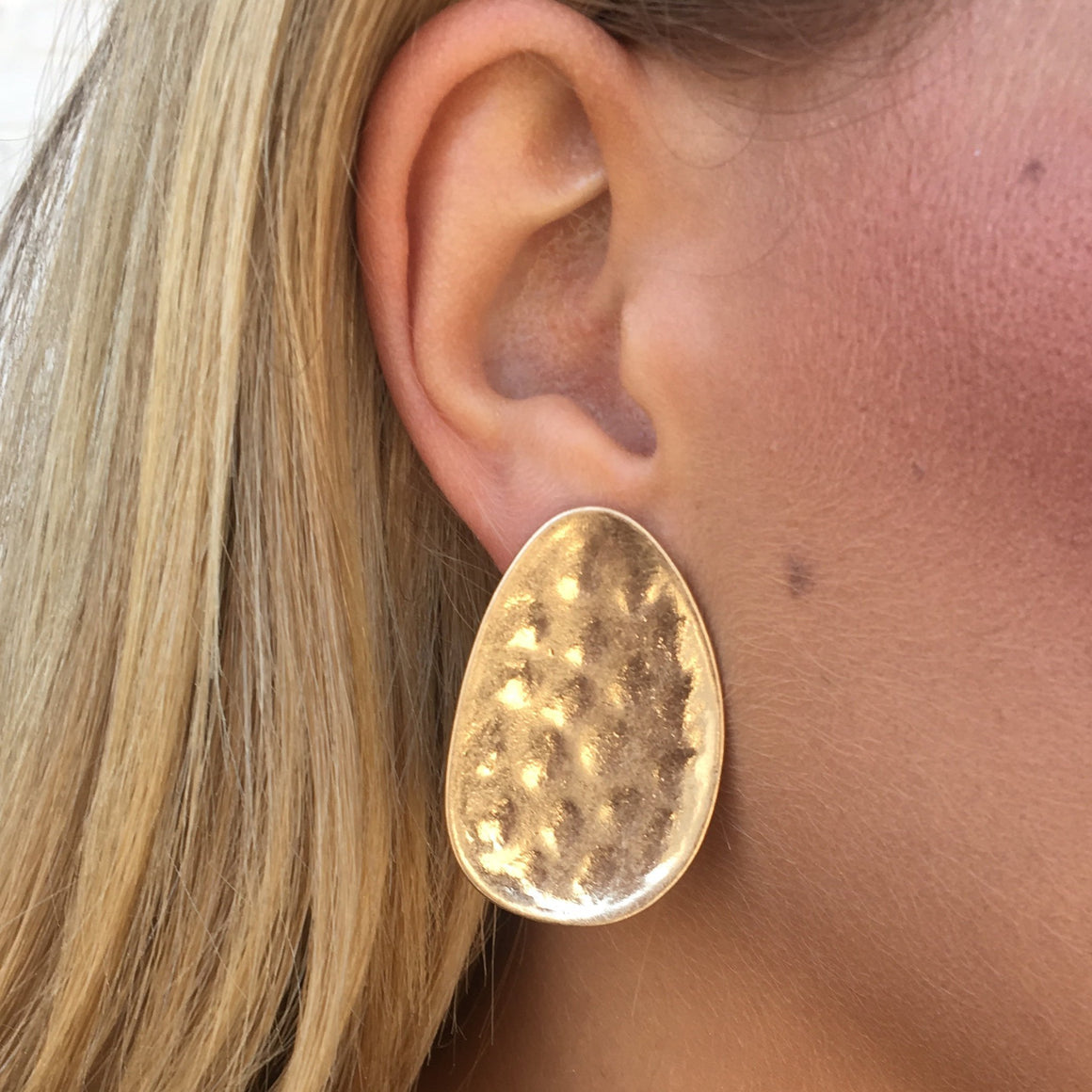 Rosely Hammered Plate Earrings in Gold