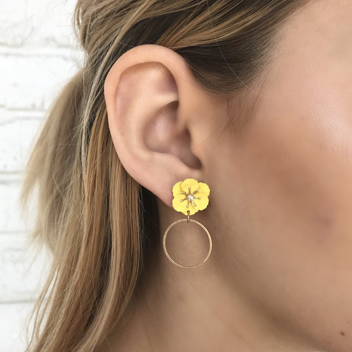 Yellow Daisy Earrings - Dainty Hooligan