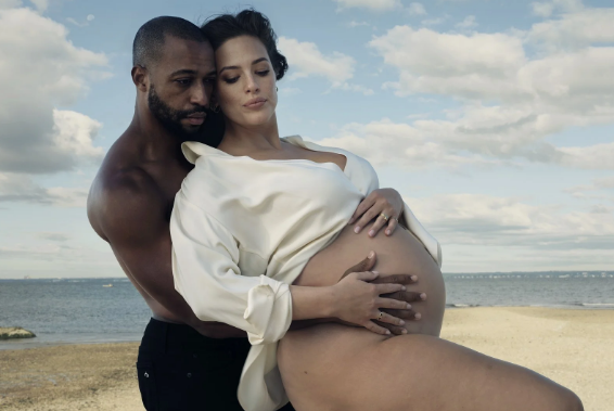 More than one! Ashley Graham posed and became a new mother - 2020