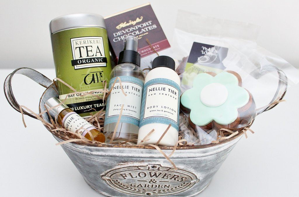 Deluxe Pamper Gift for Her | Birthday Gift Idea for Mum | The Gift Loft