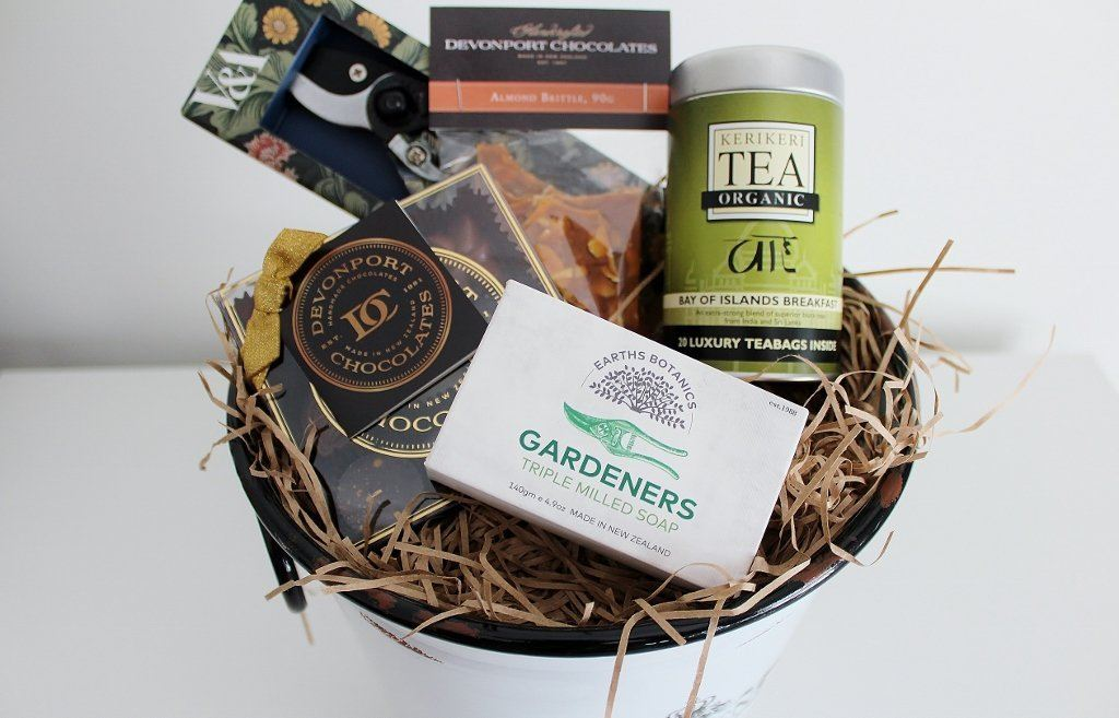 Gardening Pamper Hamper with Victoria & Albert Tool Set | Gift for Her | The Gift Loft (NZ)