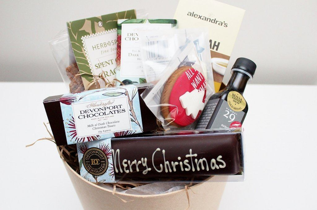 The Festive Merry Christmas Nz Food Hamper Gift For Him Or Her The Gift Loft Nz The Gift Loft Nz Quality Online Gift Ideas For All Occasions