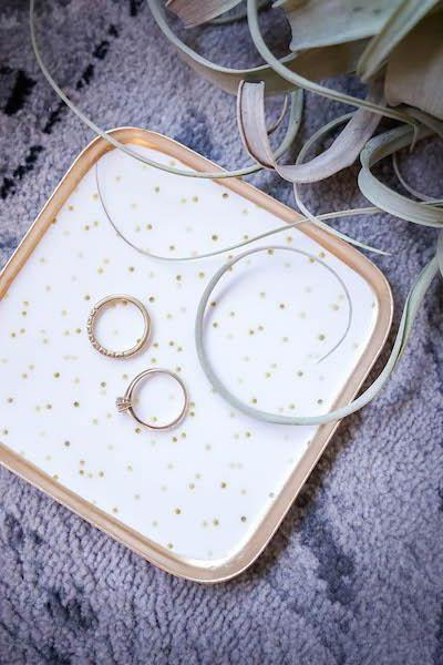 Small ring shelf for the wedding with golden dots
