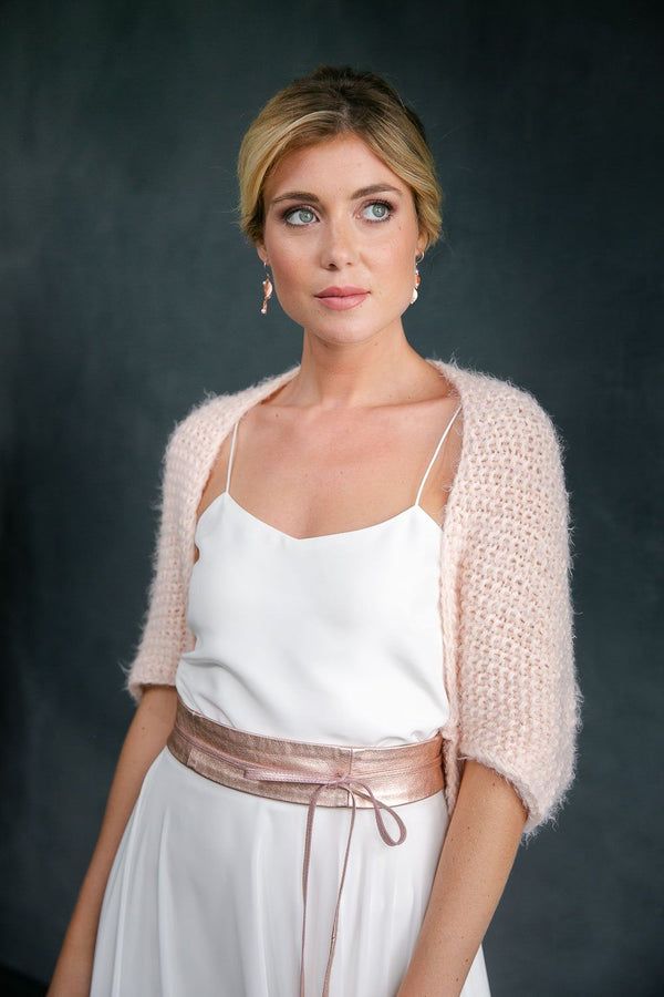 noni Brautmode 2020, kurzes Brautjäckchen, Strickjacke, Brautbolero in Rosa - Hold Me Now Mini