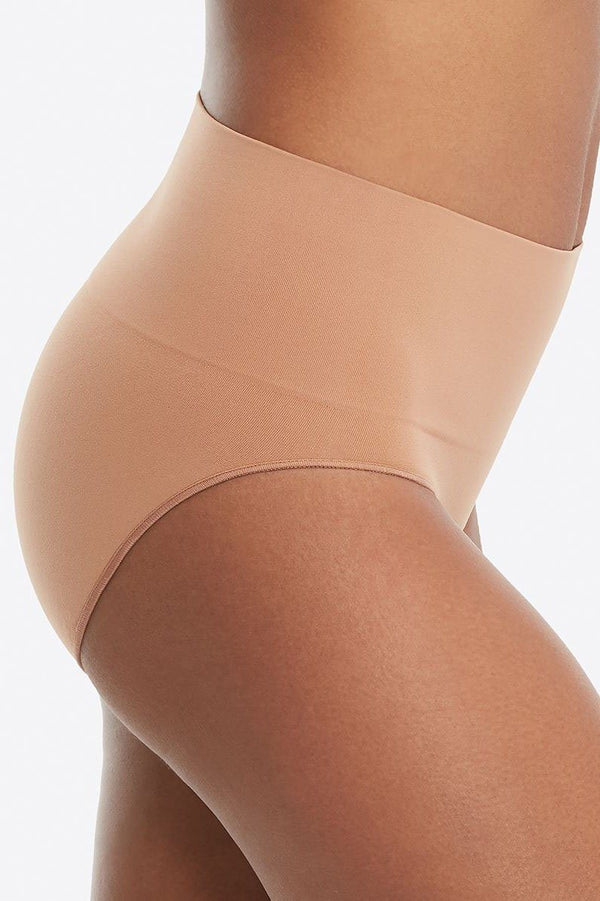 Everyday Shaping Panties Brief - Slip in Beige für helle Outfits - SPANX