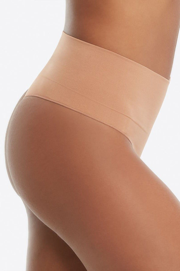 Everyday Shaping Panties Thong, figurformender String Tanga - SPANX