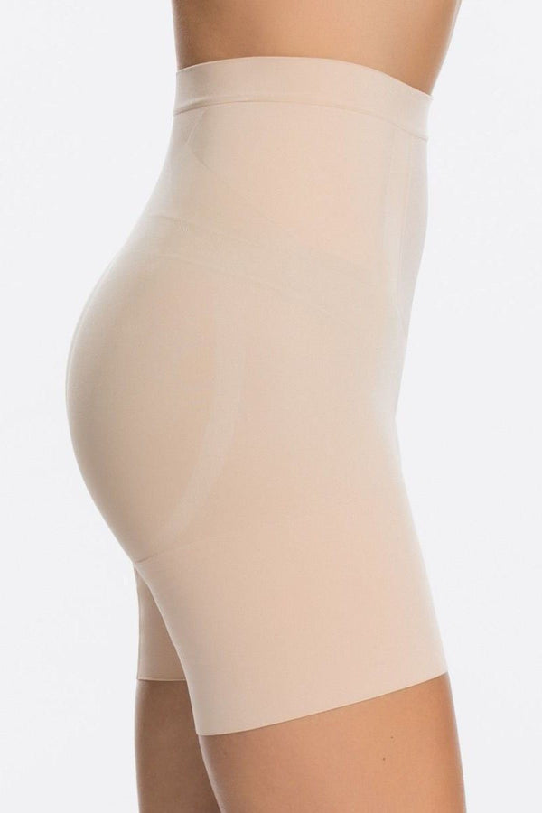 Oncore Mid-Thigh Short - figurformende Shorts - SPANX