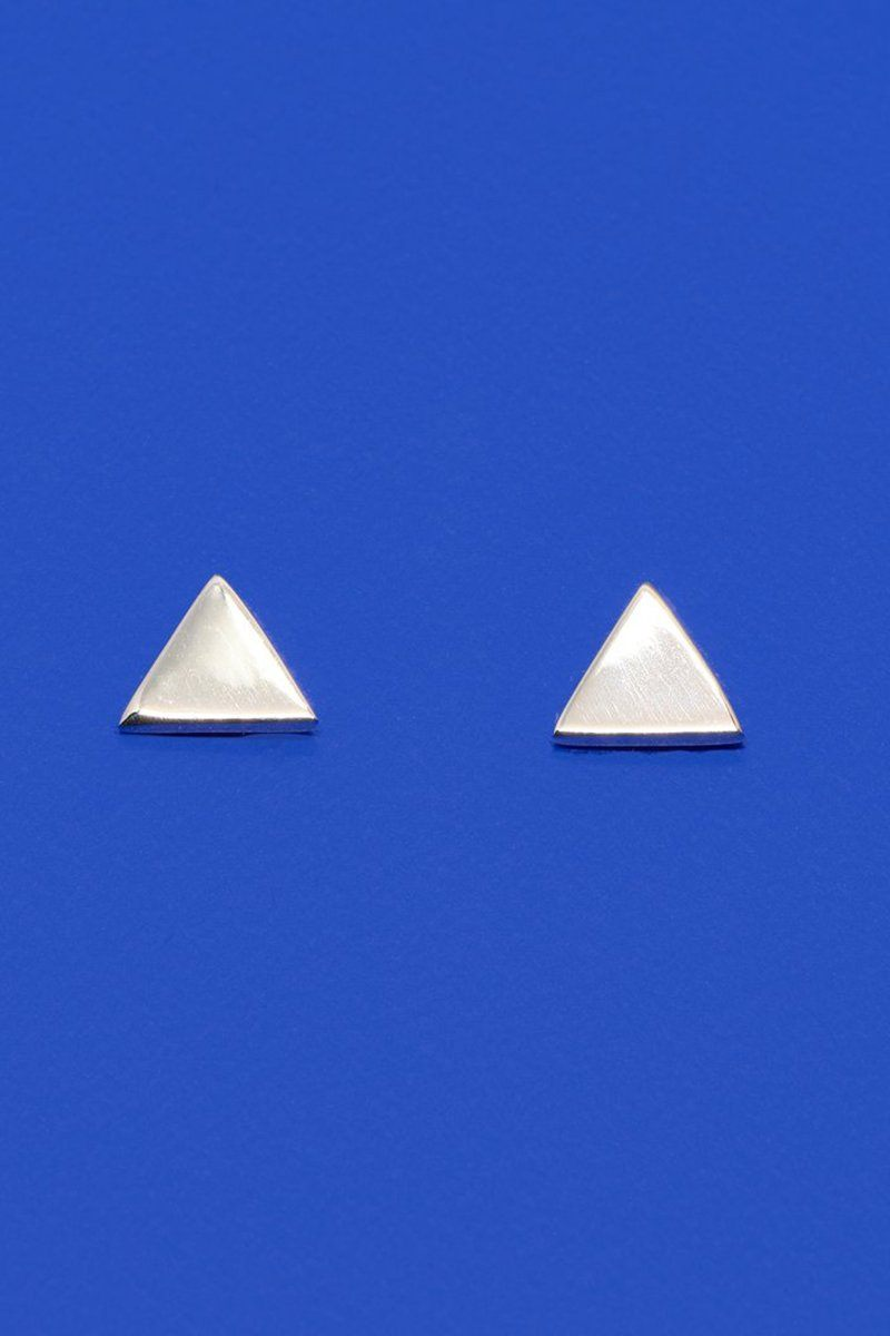 Schlichte Ohrstecker in moderner Dreieck-Form - Shiny Triangle Stud