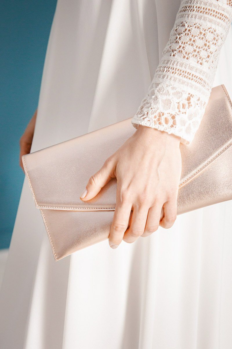 Vegane Envelope-Clutch in Metallic-Optik - The Classic Roségold