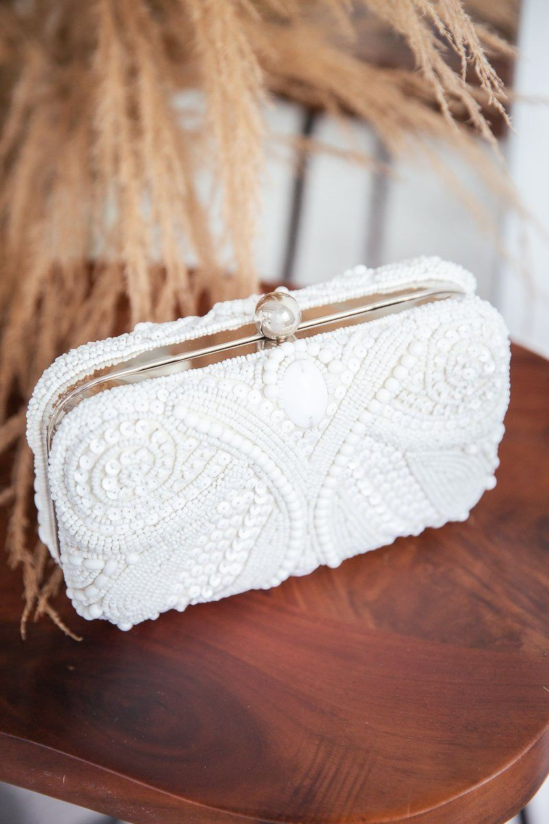Weisse Perlenclutch mit Spitzenmuster-Optik - Beaded Lace Box Clutch
